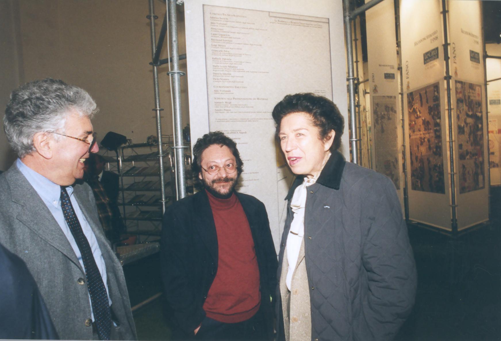 Con Sindaco Rosa Iervolino Russo e Enzo Bergamene inaugurazione mostra I Bambini e le Bambine trasformano le città